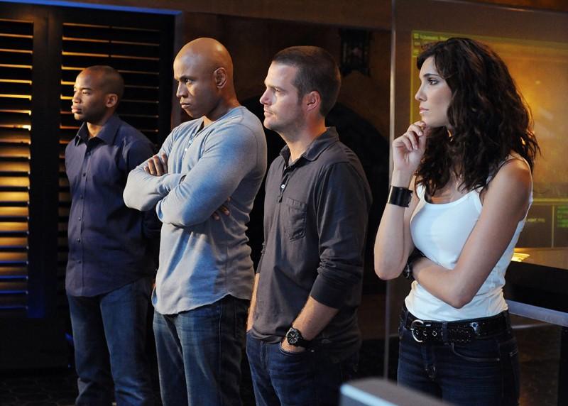 Adam Jamal Craig, LL Cool J, Chris O'Donnell e Daniela Ruah in un momento nell'episodio Killshot di NCIS: Los Angeles