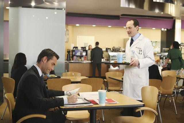 Better Off Ted: Jay Harrington e Jonathan Slavin nell'episodio Get Happy