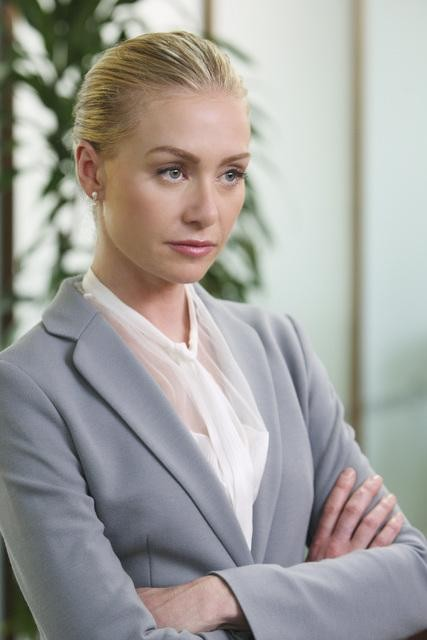 Better Off Ted: Portia de Rossi nell'episodio Through Rose Colored Hazmat Suits