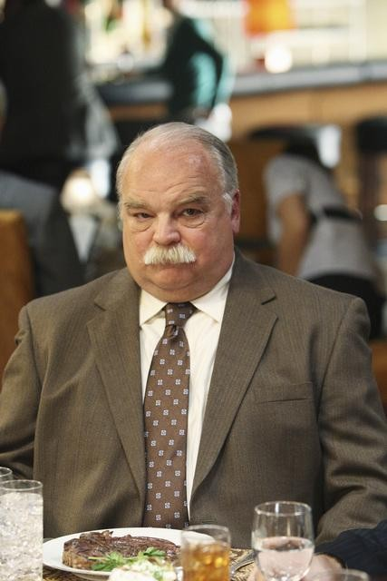 Better Off Ted: Richard Riehle nell'episodio Get Happy