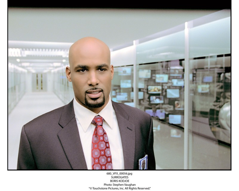 Boris Kodjoe in una sequenza de Il mondo dei replicanti, 2009