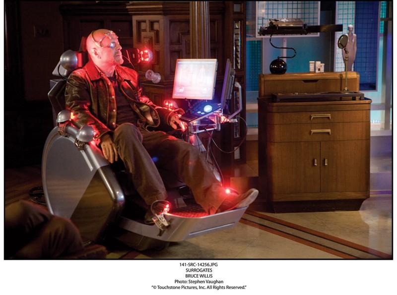 Bruce Willis in una scena del film Il mondo dei replicanti