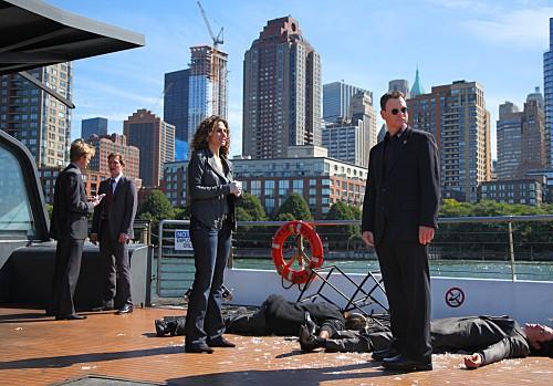 CSI NY: Melina Kanakaredes e Gary Sinise in una scena dell'episodio Cuckoo's Nest