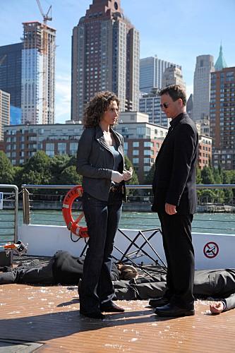 CSI NY: Melina Kanakaredes e Gary Sinise nell'episodio Cuckoo's Nest