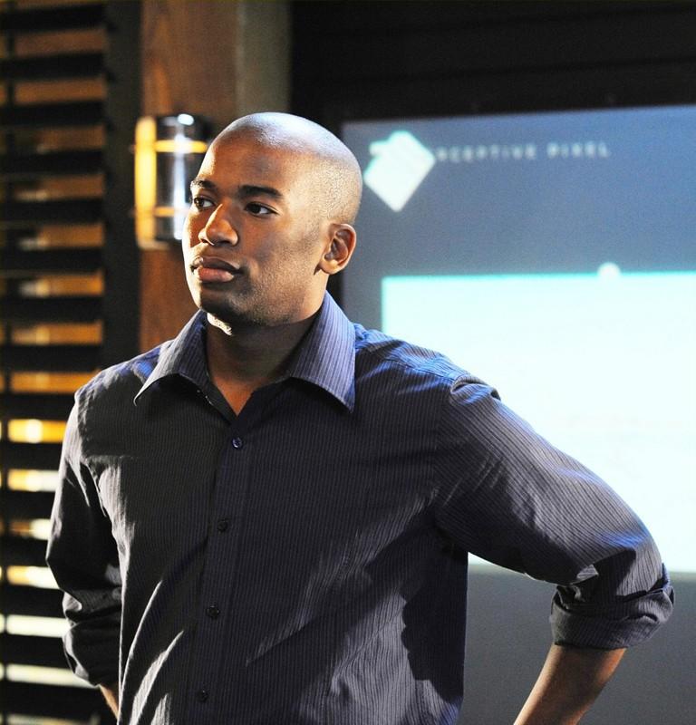 Dom (Adam Jamal Craig) in una scena dell'episodio Killshot di NCIS: Los Angeles