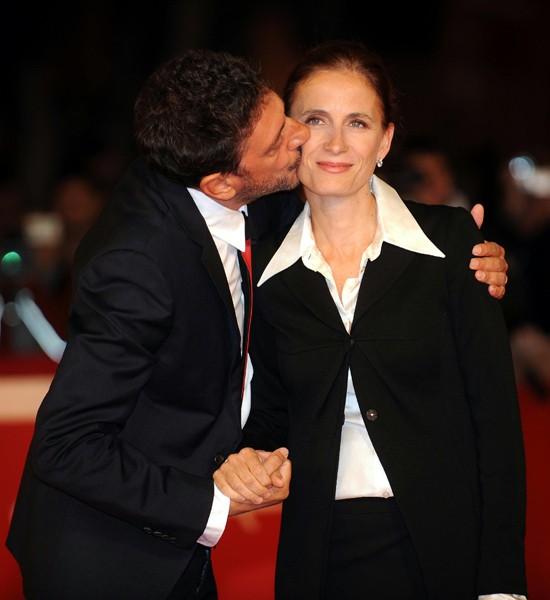 Festival di Roma 2009 : baci sul red carpet anche per la coppia Mazzantini-Castellitto. Lui ha presentato il film Alza la testa