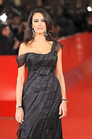 Festival di Roma 2009 : un'elegante Maria Grazia Cucinotta, produttrice di Viola di Mare