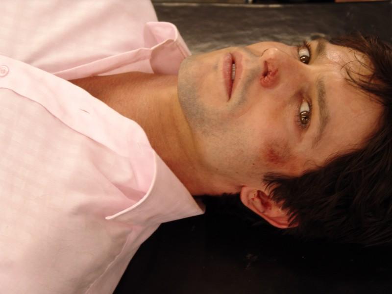 Jason Behr è Elliot Gast nel film Senseless