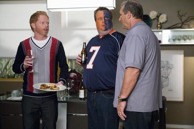 Modern Family: Jesse Tyler Ferguson, Ed O'Neill ed Eric Stonestreet nell'episodio Coal Digger