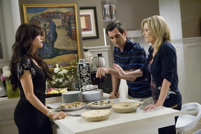 Modern Family: Julie Bowen, Ty Burrell e Sofía Vergara nell'episodio Coal Digger
