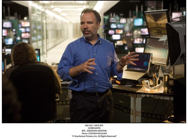 Mostow sul set del film Il mondo dei replicanti, 2009
