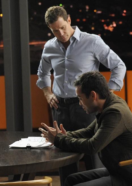 Nip/Tuck: Dylan Walsh e John Hensley in una scena della stagione 6