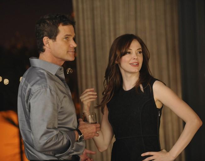 Nip/Tuck: Dylan Walsh e Rose McGowan in una scena della stagione 6