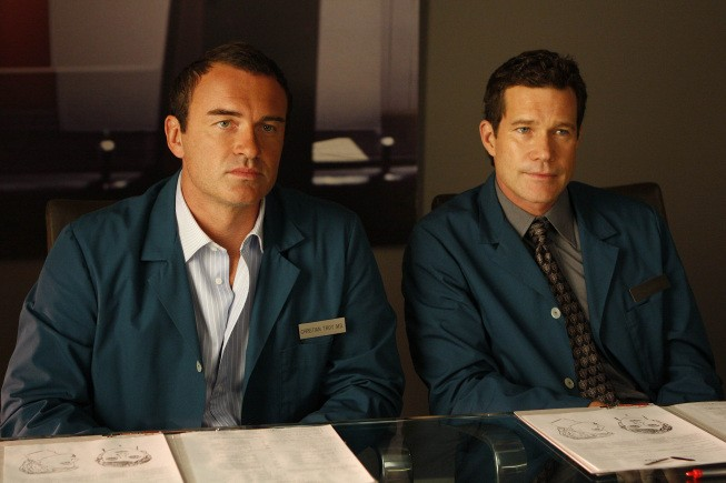 Nip/Tuck: Julian McMahon e Dylan Walsh in una scena della stagione 6