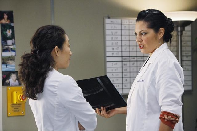 Grey's Anatomy: Sandra Oh e Sara Ramirez nell'episodio Give Peace a Chance
