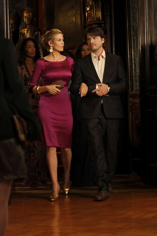 Kelly Rutherford e Matthew Settle in una sequenza dell'episodio Enough About Eve di Gossip Girl