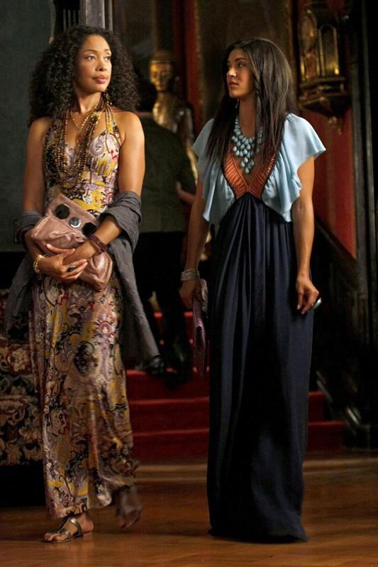 La madre di Vanessa (Gina Torres) e la figlia (Jessica Szohr) in una scena dell'episodio Enough About Eve di Gossip Girl