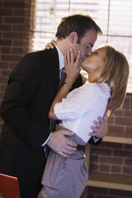 Private Practice: Paul Adelstein e Kadee Strickland in una scena dell'episodio Strange Bedfellows