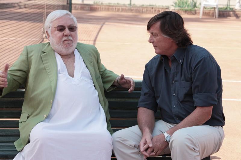 Adriano Panatta e Paolo Villaggio nel documentario La maglietta rossa