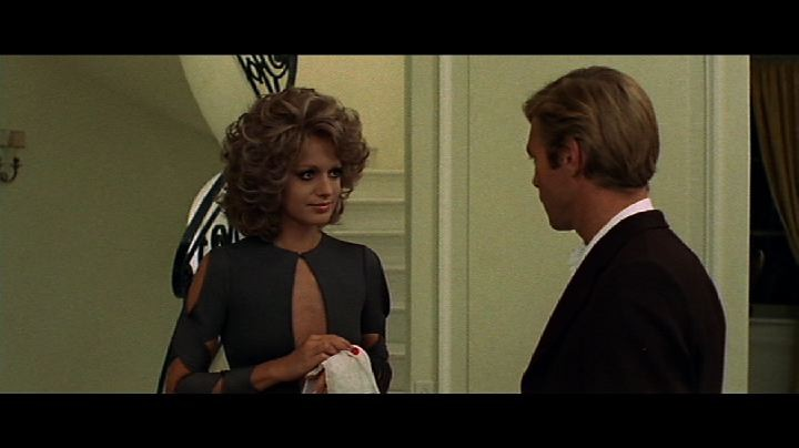 James Franciscus e Catherine Spaak in una scena del film Il gatto a nove code
