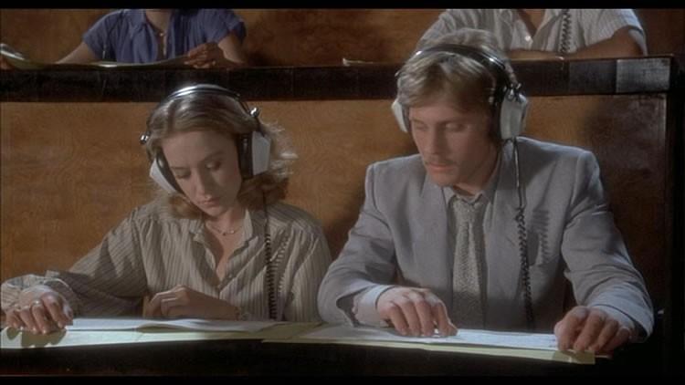 Leigh McCloskey e Eleonora Giorgi in una scena del film Inferno