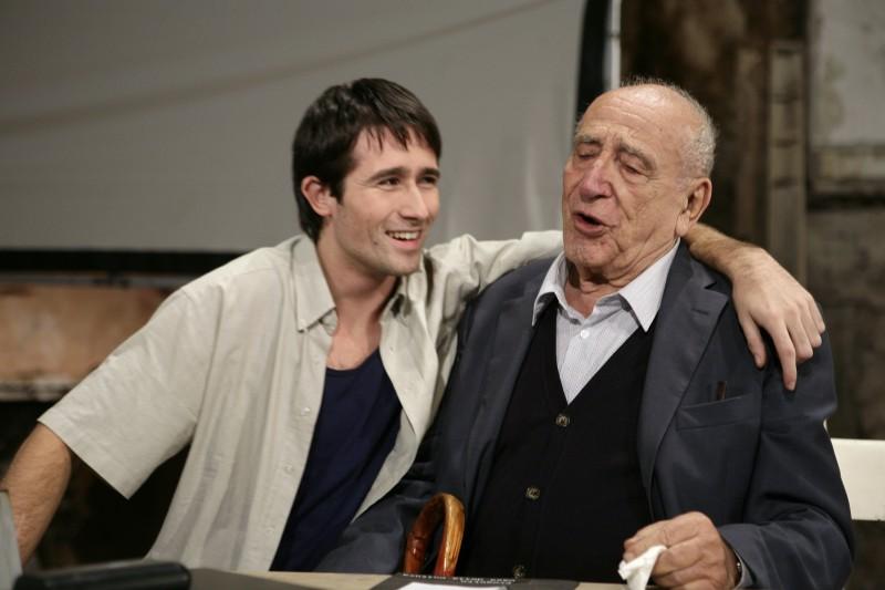 Pierpaolo Camplone e Arnoldo Foà scherzano sul set del film Le ombre rosse