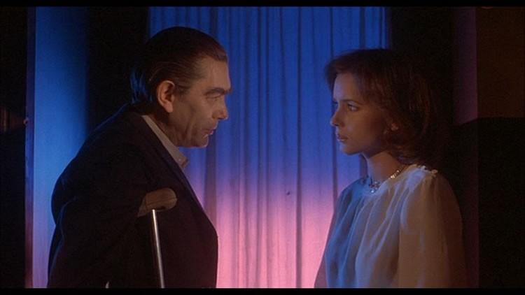 Sacha Pitoëff e Irene Miracle in una scena del film Inferno