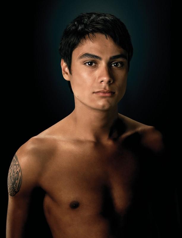 Una foto promo di Embry Call (Kiowa Gordon) a torso nudo per New Moon