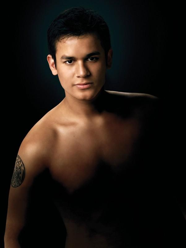 Una foto promo di Jared (Bronson Pelletier) a torso nudo per New Moon