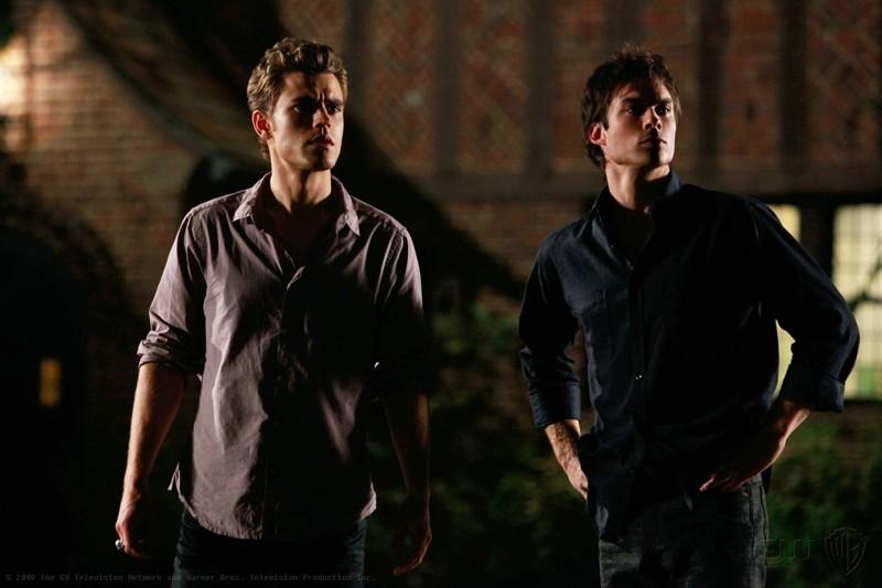 Paul Wesley  e Ian Somerhalder in una scena dell'episodio Haunted di The Vampire Diaries