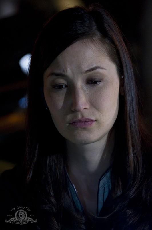 Un primo piano della Dottoressa Lisa Park (Jennifer Spence) nell'episodio Light di Stargate Universe