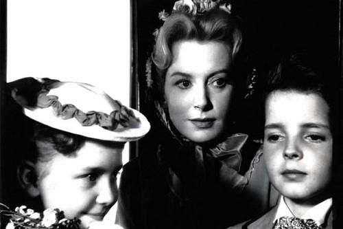 Deborah Kerr con Pamela Franklin e Martin Stephens in una scena del film Suspense ( 1961 )