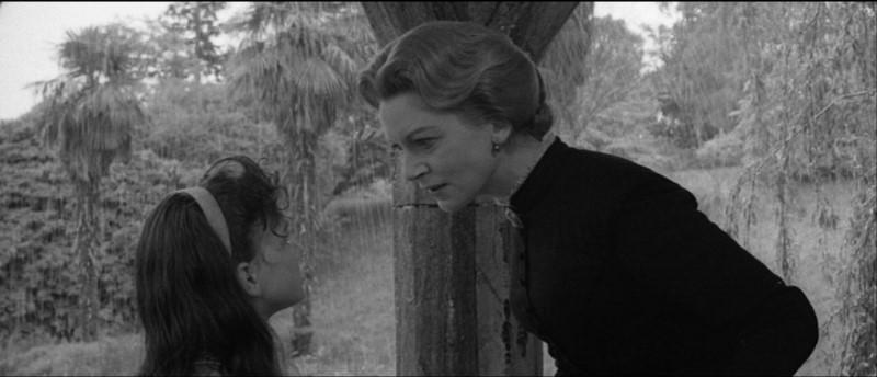 Deborah Kerr e Pamela Franklin in una scena del film Suspense ( 1961)