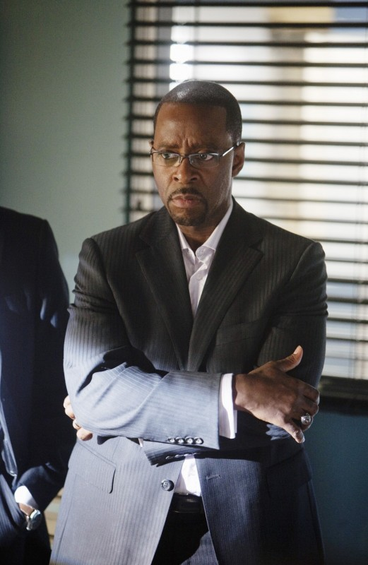 FlashForward: Courtney B. Vance nell'episodio Scary Monsters and Super Creeps