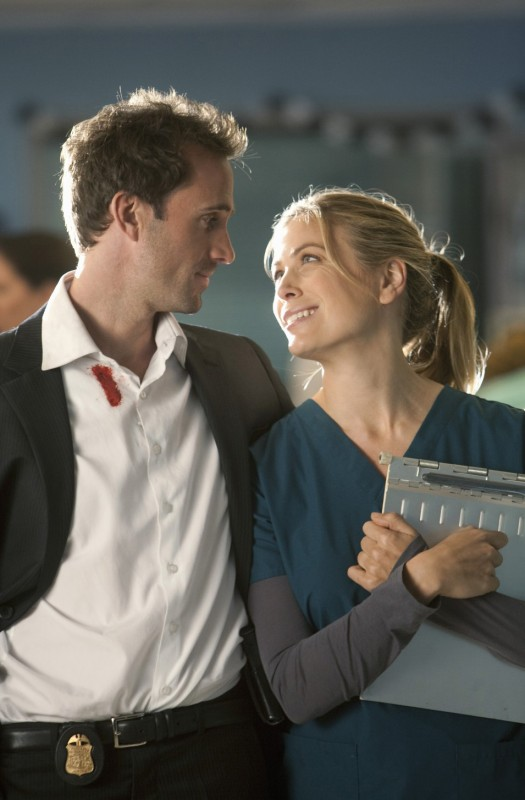 FlashForward: Joseph Fiennes e Sonya Walger nell'episodio Scary Monsters and Super Creeps