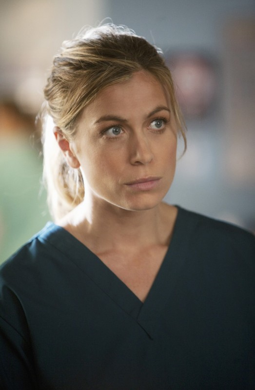 FlashForward: Sonya Walger nell'episodio Scary Monsters and Super Creeps