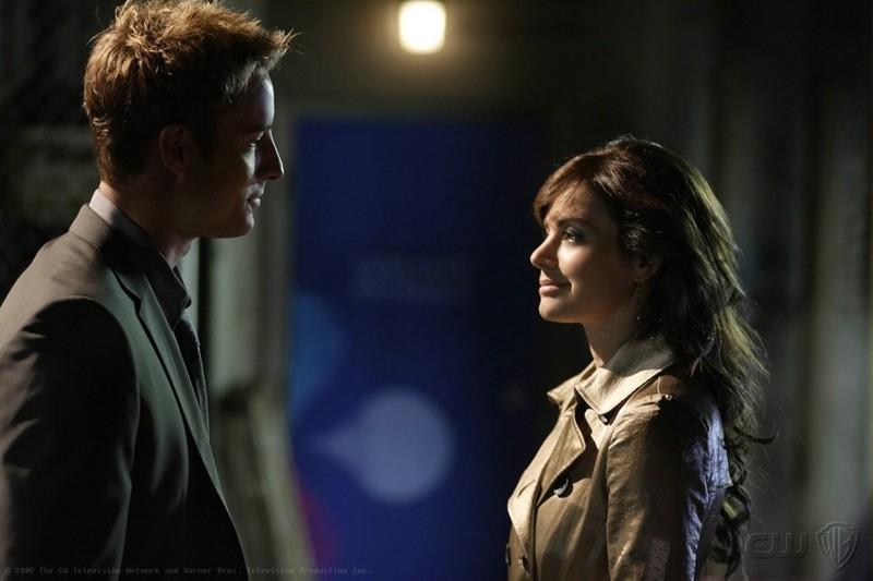 Oliver (Justin Hartley) e Lois Lane (Erica Durance) in una sequenza dell'episodio Crossfire di Smallville