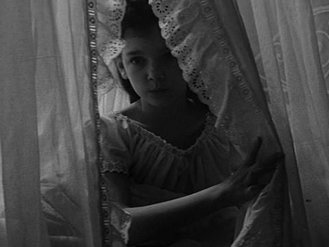 Pamela Franklin in una scena del film Suspense ( 1961 )