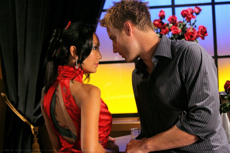 Steph Song e Justin Hartley nell'episodio Roulette di Smallville