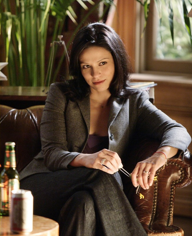 Amita (Navi Rawat) in una scena dell'episodio Hydra di Numb3rs