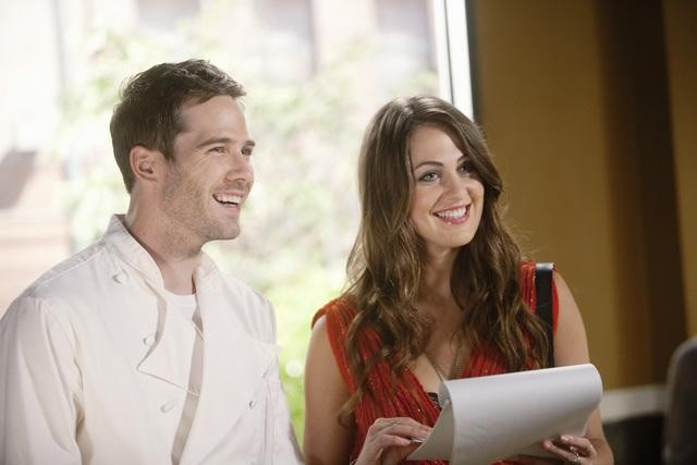 Brothers & Sisters: Luke MacFarlane e Roxy Olin nell'episodio Zen & the Art of Mole Making