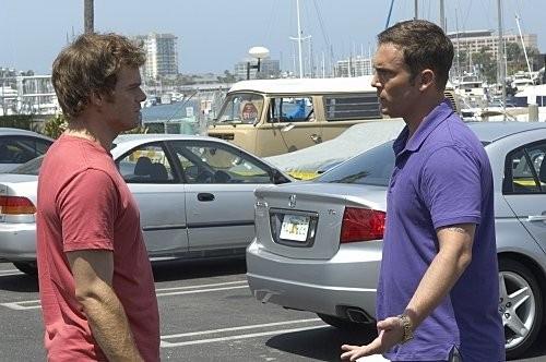 Dexter: Michael C. Hall e Desmond Harrington nell'episodio Dirty Harry