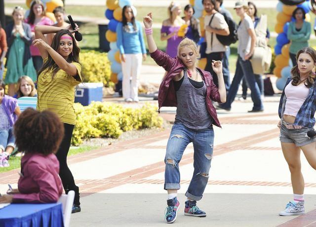 Greek: Amber Stevens, Spencer Grammer ed Olesya Rulin nell'episodio Friend or Foe