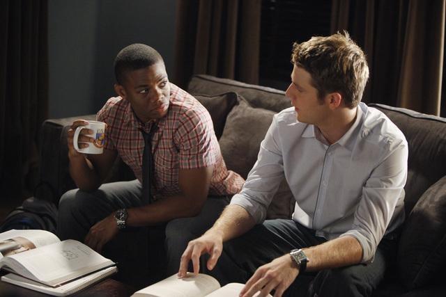 Greek: Paul James e Jake McDorman nell'episodio Friend or Foe