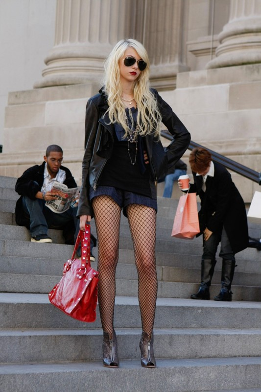 La sexy Regina Jenny (Taylor Momsen) nell'episodio How to Succeed in Bassness di Gossip Girl