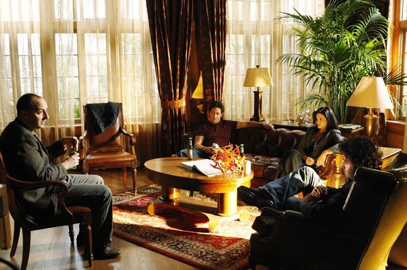 Tony Hale, Rob Morrow, Navi Rawat e David Krumholtz nell'episodio Hydra di Numb3rs