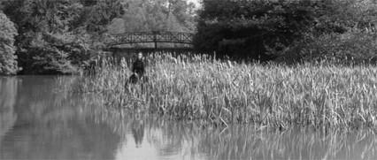 Clytie Jessop in una inquietante scena del film Suspense ( 1961 )
