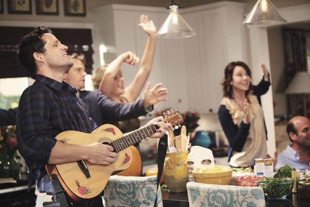 Cougar Town: Brian Van Holt, Busy Philipps, Christa Miller ed Ian Gomez nell'episodio Here Comes My Girl
