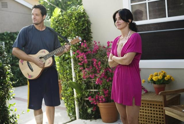 Cougar Town: Courteney Cox e Josh Hopkins nell'episodio Don't Come Around Here No More
