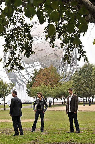 CSI New York: Eddie Cahill, Gary Sinise e Melina Kanakaredes nell'episodio Manhattanhenge